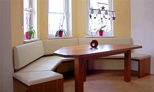 b>Erkerbank</b> und <b>Tisch nach Maß</b> (Sitz und Lehne Naturleder ...
